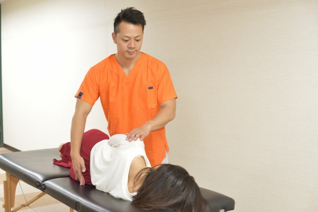 整体王国の脊柱管狭窄症に対しての整体方法です。