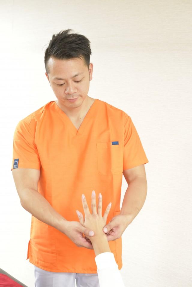 豊中市にある整体王国の手根管症候群に対しての整体方法。