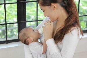 赤ちゃんとママ ミルク